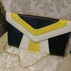 Gorgeous Gianni Bini clutch bag!